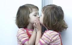 criança espelho